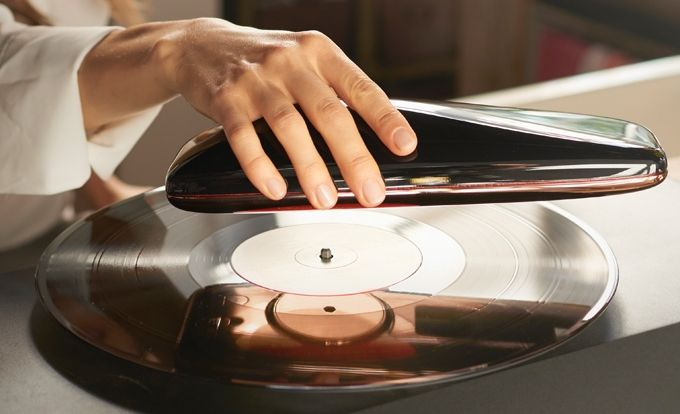 LOVE – futuristic turntable
