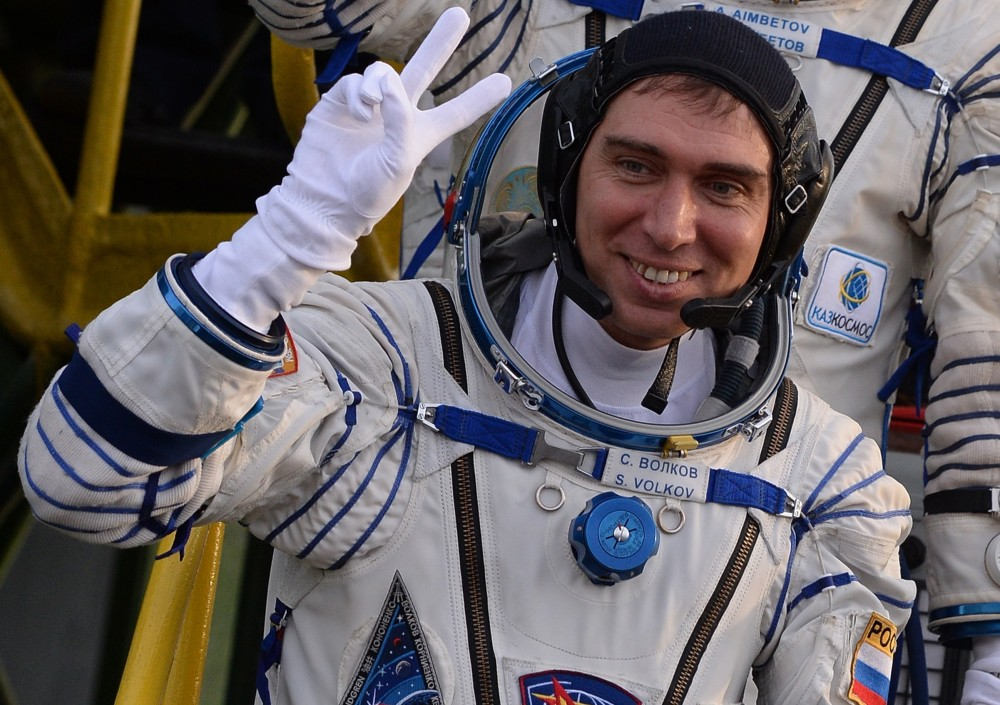 Russian cosmonauts leave the people