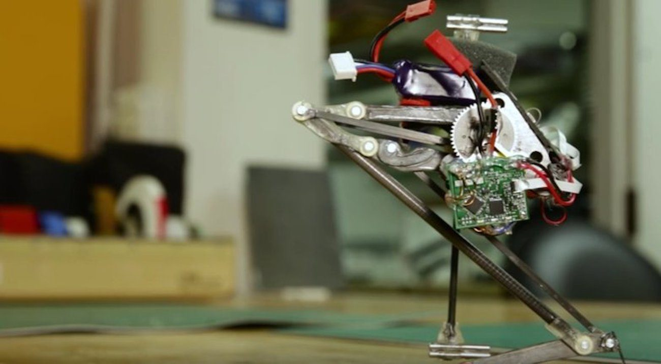 Robot traceur Salto learned to maneuver in the air
