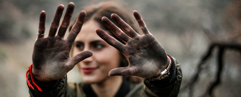 6 of the dirtiest things you come into contact daily