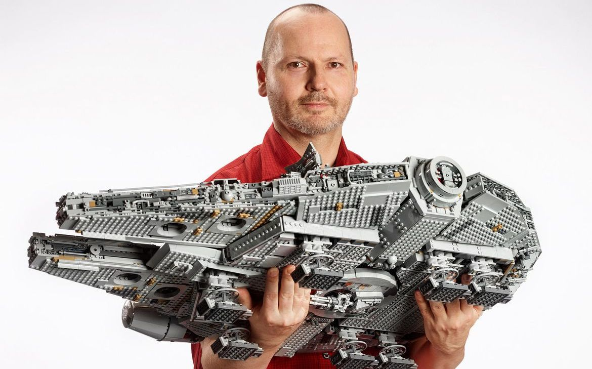 LEGO has announced a model of the Millennium Falcon for $ 800