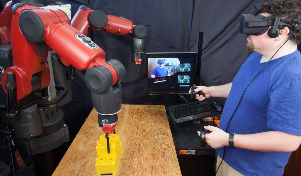 At MIT learned to control the robots using virtual reality