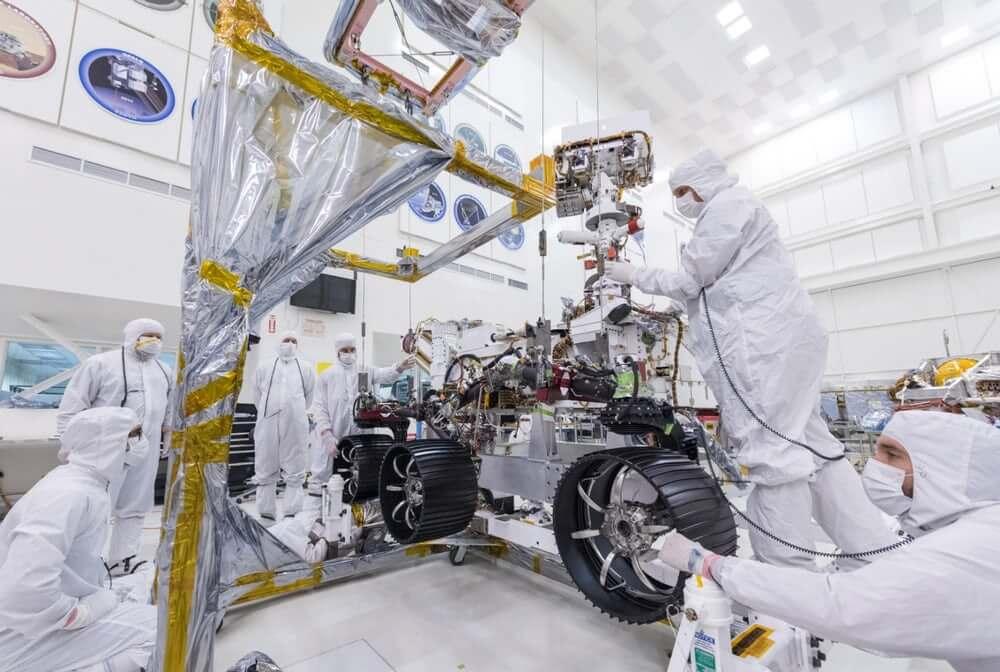 تصميم المركبة روفر المريخ 2020