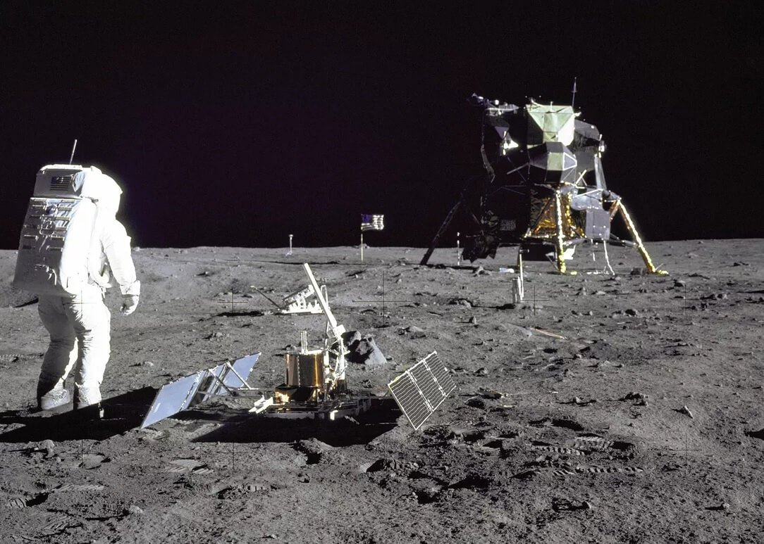 5 most popular myths about the first landing of man on the moon