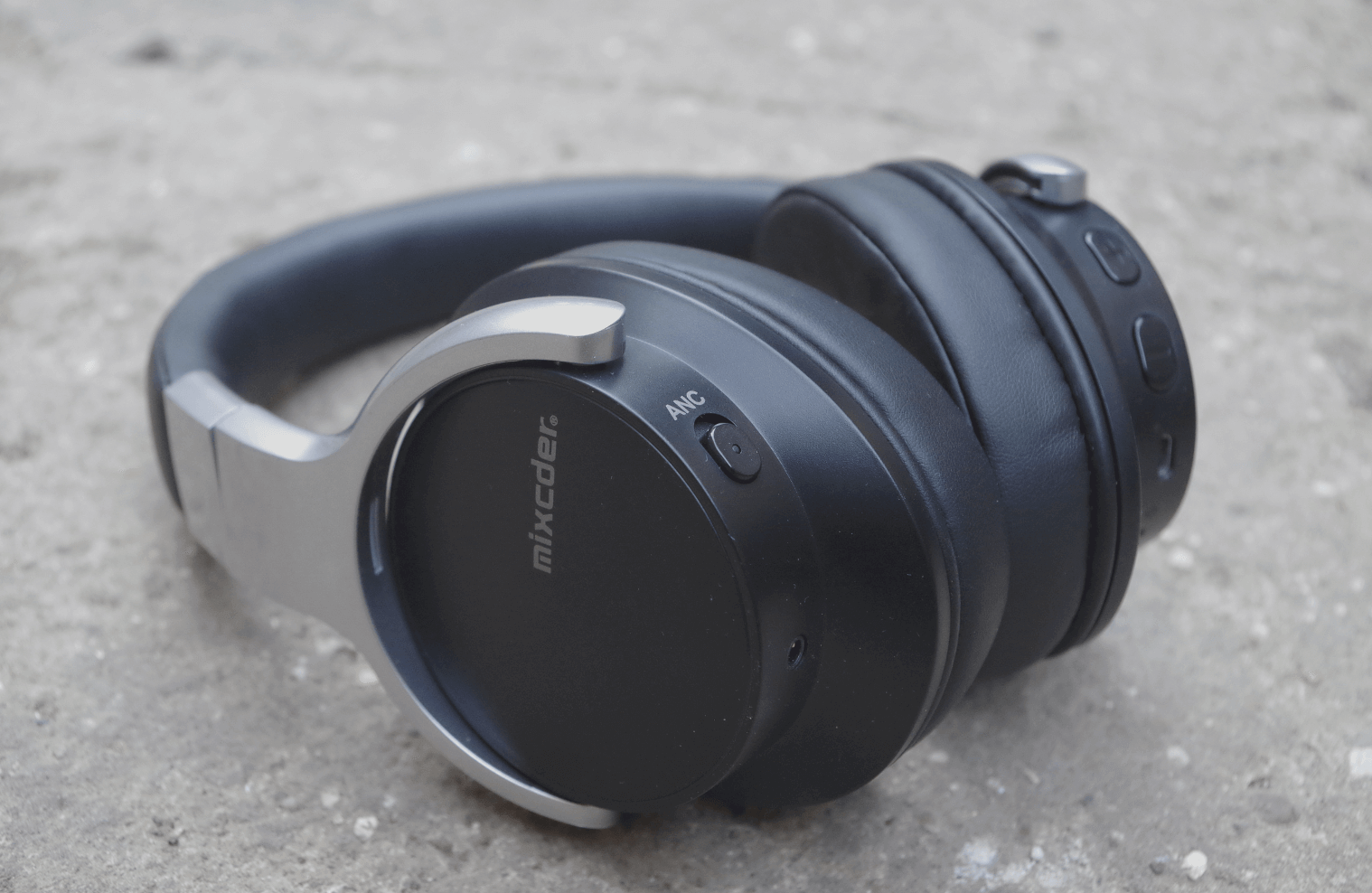 Headphones with active noise canceling over 4 000 rubles — this is the reality