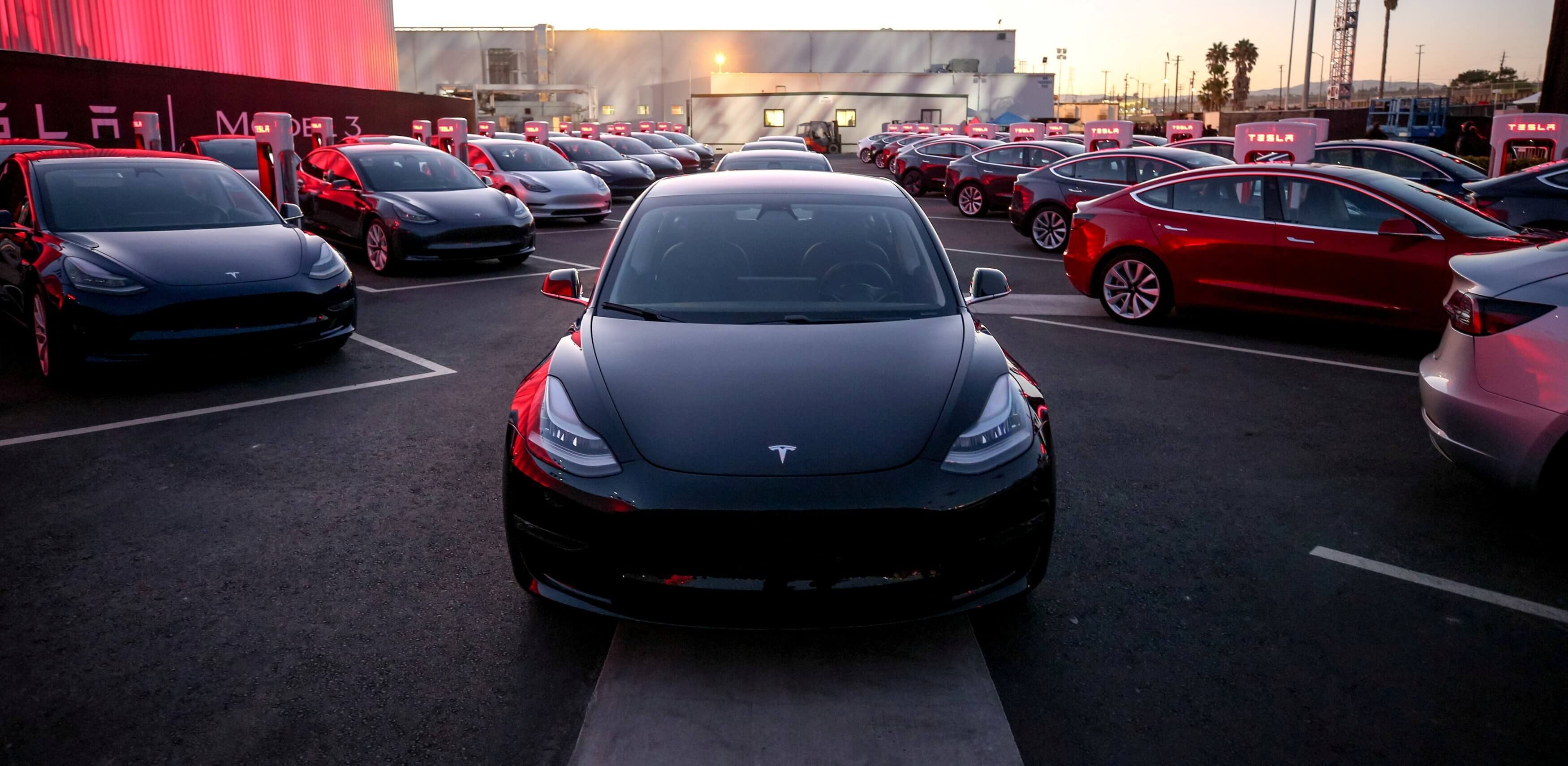 #video | Tesla learned to speak with pedestrians