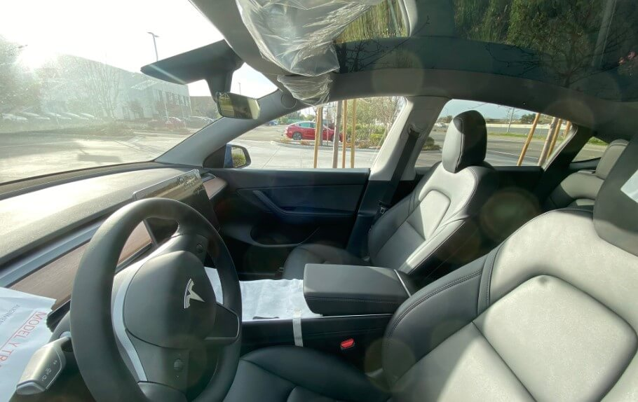 The first photo of the interior of Tesla Model Y — how is it different from Model 3?